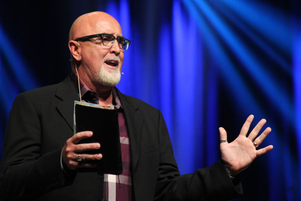 Harvest Bible Chapel formally disqualifies former pastor James MacDonald, citing 1 Timothy 5